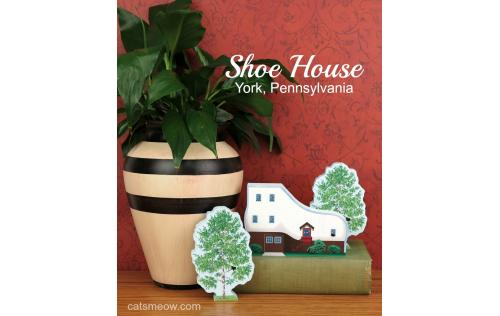 Cat's Meow handheld replica of Haines Shoe House located in York, Pennsylvania. Opened in 2015 as a bakery/sweet shop.