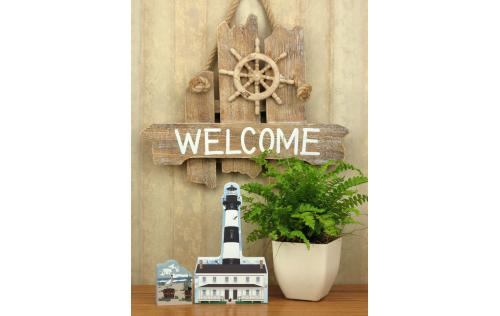 Cat's Meow wooden keepsake of the Bodie Island Lighthouse display idea