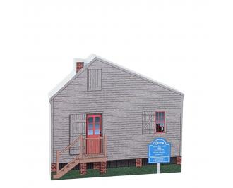 Julee Cottage, Pensacola, Florida.  Handcrafted by Cat's Meow Village in the USA.
